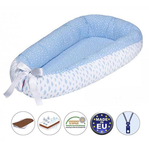 Cuib pentru bebelusi Scamp, Premium Baby Nest, cu saltea de cocos, 100% bumbac, antialergic, Little Clouds Blue