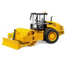 Cilindru compactor cu lama de nivelare Caterpillar, Bruder 02450
