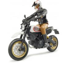 Motocicleta Ducati Desert Sled cu figurina motociclist, Bruder
