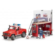Sectie de pompieri cu Land Rover Defender si pompier, Bruder 62701