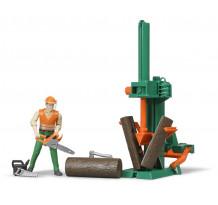 Figurina muncitor silvicultor cu accesorii, Bruder