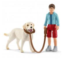 Set figurina Schleich 42478, plimbare cu labrador retriever