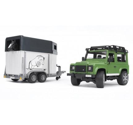 Masina Bruder, Land Rover Defender Station cu remorca de cai